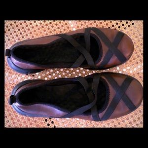 Privo brown leather black elastic shoes size 6